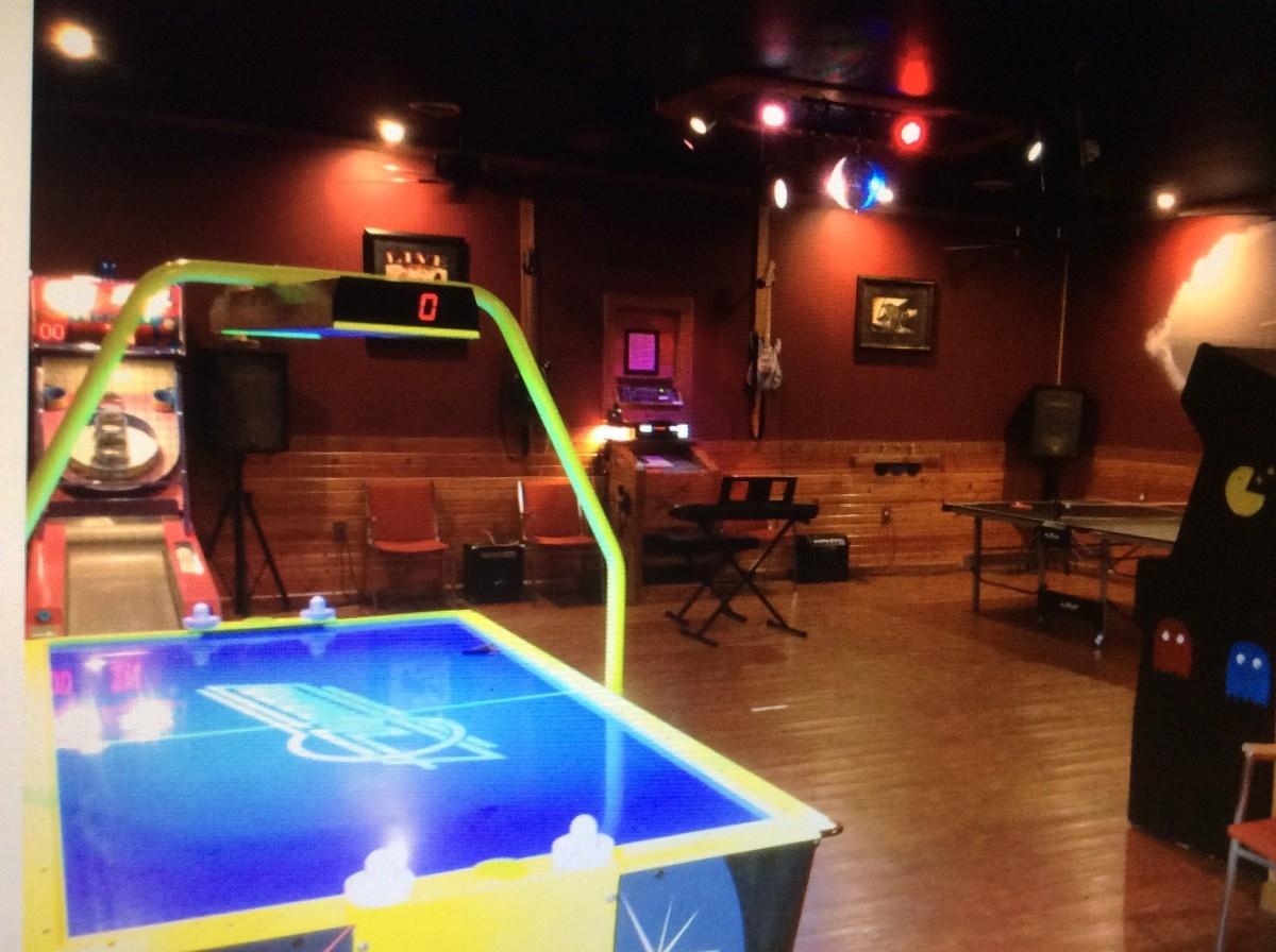 Wright Brothers Game Room - Only at The Grand Tara Lodge. 11000 song digital Karaoke,66 Game Pac-man arcade,Iceball,pingpong,$player Commercial Air Hockey, Keyboards,Popshot, Only At Tara tons of Fun