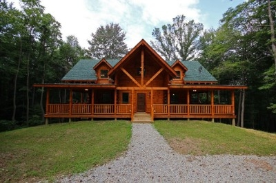 Vanderbuilt Lodge - Brand new 5 bedroom 5.5 bath lodge that accommodates up to 12 guests. Three entertainment areas with pool table in the finished lower level and outdoor ping pong table. 3 fireplaces. 2 indoor and 1 outdoor