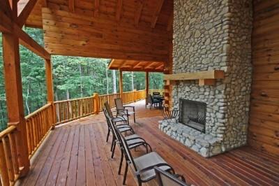 Vanderbuilt Lodge - Outdoor fireplace