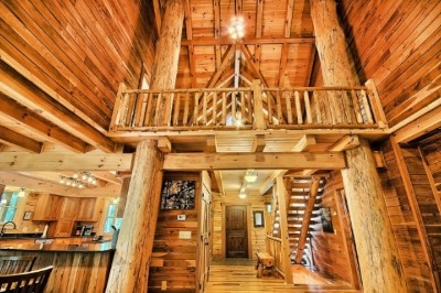 Vanderbuilt Lodge - Entertainment loft and view from 1st floor great room
