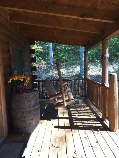 Acorn Cabin - Front porch