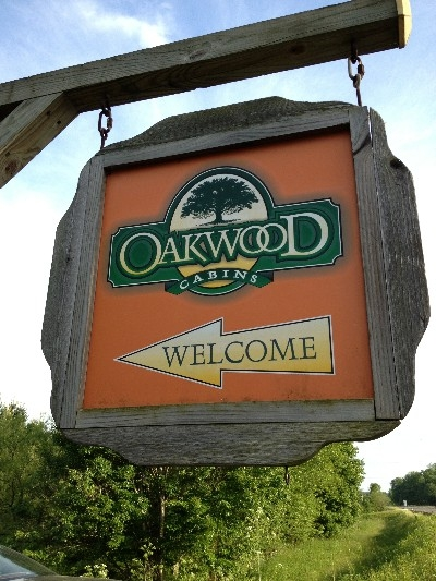 Road signage - Welcome to Oakwood Cabins