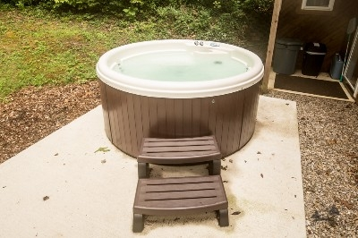 Hot tub! - Relax in the well maintained hot tub after a day of hiking, horseback riding, ziplining in the Hocking Hills.