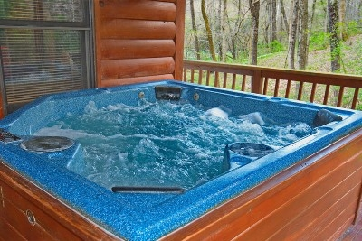 Hot tub - Relax the muscles after an adventurous day outdoors.