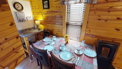 Sandy Run Dining Area - The dining area can comfortably accommodate 6 guests.