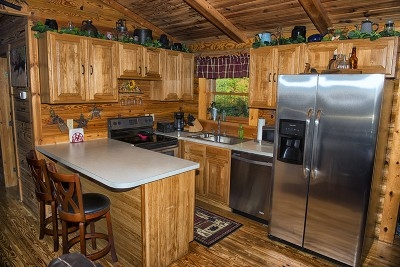 Eagle View Retreat - Fully stocked kitchen with stainless steel appliances.