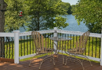 Views of the Lake - Enjoy your morning coffee or enjoy your lunch while enjoying the awesome view!