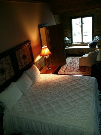 Large Bedroom - King Bed or 2 Twins
