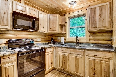 Treehouse Kitchen - Treehouse kitchen full-stocked with granite countertops