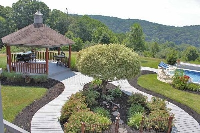 Blissful Ridge Lodge - Enjoy relaxing outdoors at Blissful Ridge Lodge with it