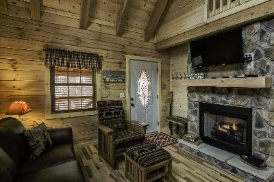 Creekside Serenity living room/fireplace
