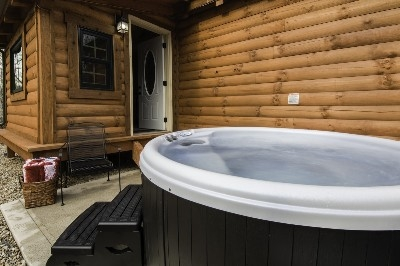 Creekside Serenity hot tub