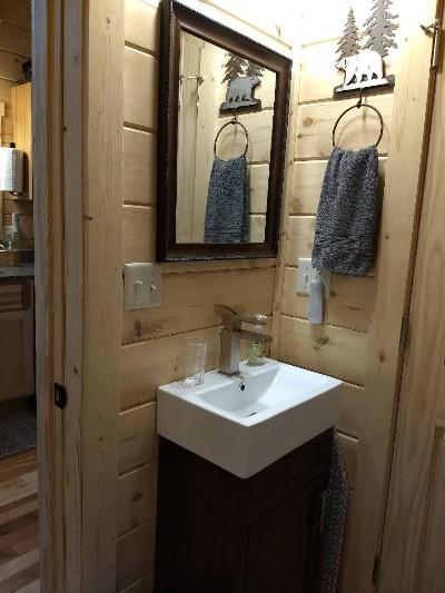 Snuggle Bear Bungalow bathroom