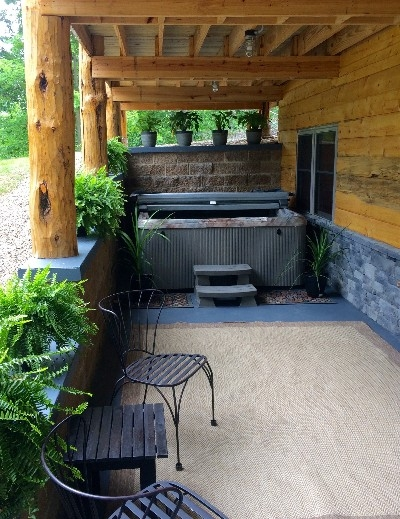 Outdoor Hot Tub - A relaxing oasis in the woods!