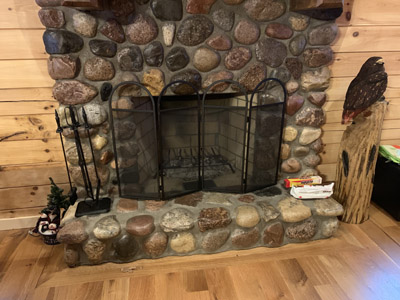 Wood burning fireplace - Bundles of wood are available for $10 per bundle or 4 hr Easy burning logs like in the picture are available for $10 per log.  Please confirm amount needed 7 days prior to arrival.