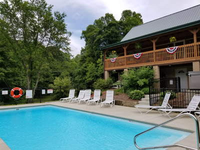 Lonesome Holler Lodge - Come and Enjoy the Large Heated Inground Swimming Pool and 6 person hot tub