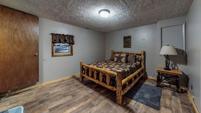 Lonesome Holler Private Bedroom 3 - Private Lower Level Queen Log Bed