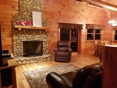 Honeysuckle Ridge Cabin Living Room - Main Floor Living Room Honeysuckle