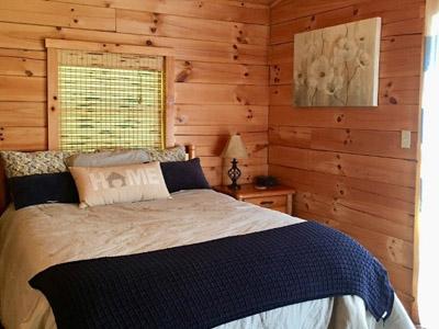 Private Bedroom - Queen Bed