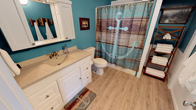 Full Bathroom - Spotless full bath furnished with plush towels and wash cloths.