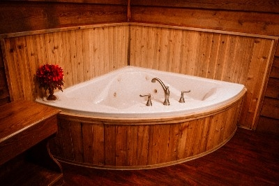 Jacuzzi Tub in Cedar House - Beautiful two person Jacuzzi tub.