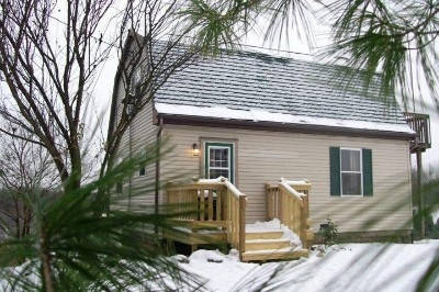 Pleasant View Cottage - Sleeps up to 6 with 3 bedrooms. Full kitchen, hot tub, Tv with Direct TV