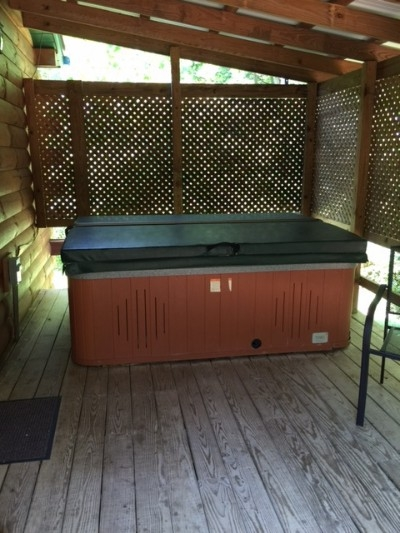 Briarwood hot tub - Briarwood hot tub on your private back porch