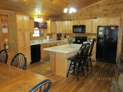 Sunrise Lodge Kitchen - Spacious kitchen