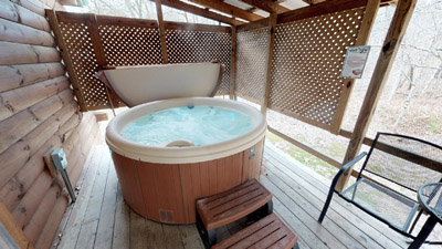 Hot Tub - Covered Porch with hot tub and grill.