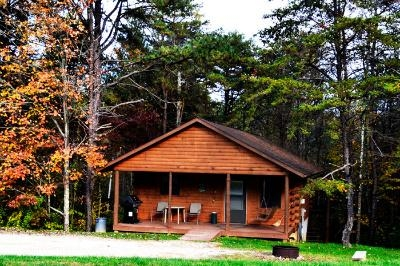 Deer Run - One Bedroom cabin with secluded rear covered porch with hot tub