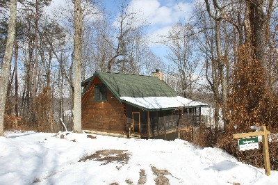 Ridgeview - Ridgeview log cabin includes one private bedroom with a King and an open loft with a Queen.