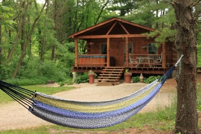 Tall Pines 2 Bedroom Cabin - Large Hot tub, hammock swing, kitchen, sleeps 2 - 5