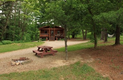 Tall Pines Cabin Sleeps 2 -5 - Hello Friend! I am an authentic log cabin built in 1999, I was given the name Tall Pines because of my seclusions in this pine forest-I have a large hot tub, telescope, fireplace,kitchen,two bedrooms ,TV,fire pit, hammock and wild life - so BOOK ME Today