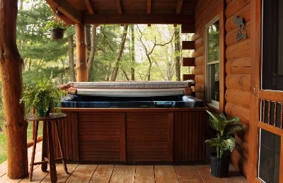 Large Hot Tub at Tall Pines Cabin - Hocking Hills hot tub cabin sleeps 2 - 5