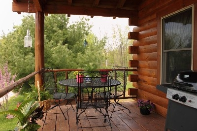 Country Style Porch - Dine among the trees