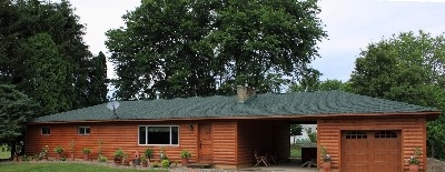 Glaciers Edge Lodge Hocking Hills - The perfect pet friendly cabin for families, weddings and groups.