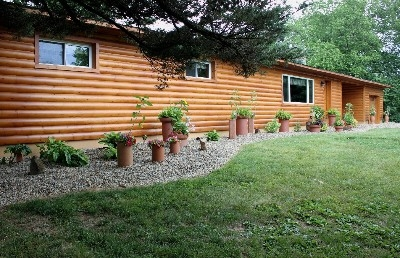 Glaciers Edge Lodge Hocking Hills - Large ranch style log cabin - perfect for the family vacation