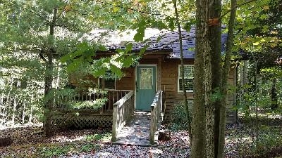 Delaware Cabin at Big Pine Retreat - Located on the highest point of our 30 acre retreat, Delaware is a secluded cabin with hot tub and full kitchen and bath.  You can hike for miles right from your front door.