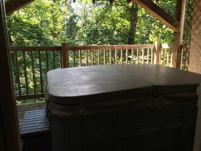 Cabin 3 - Hot Tub - This 2 person hot tub is perfect for relaxing on a cool fall night or after a longs day hike.