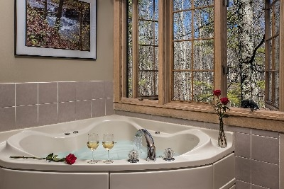 Douglas Suite - Douglas Suite whirlpool tub