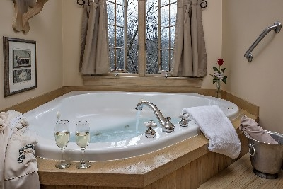 The MacDonald Master Suite - The MacDonald Master Suite tub
