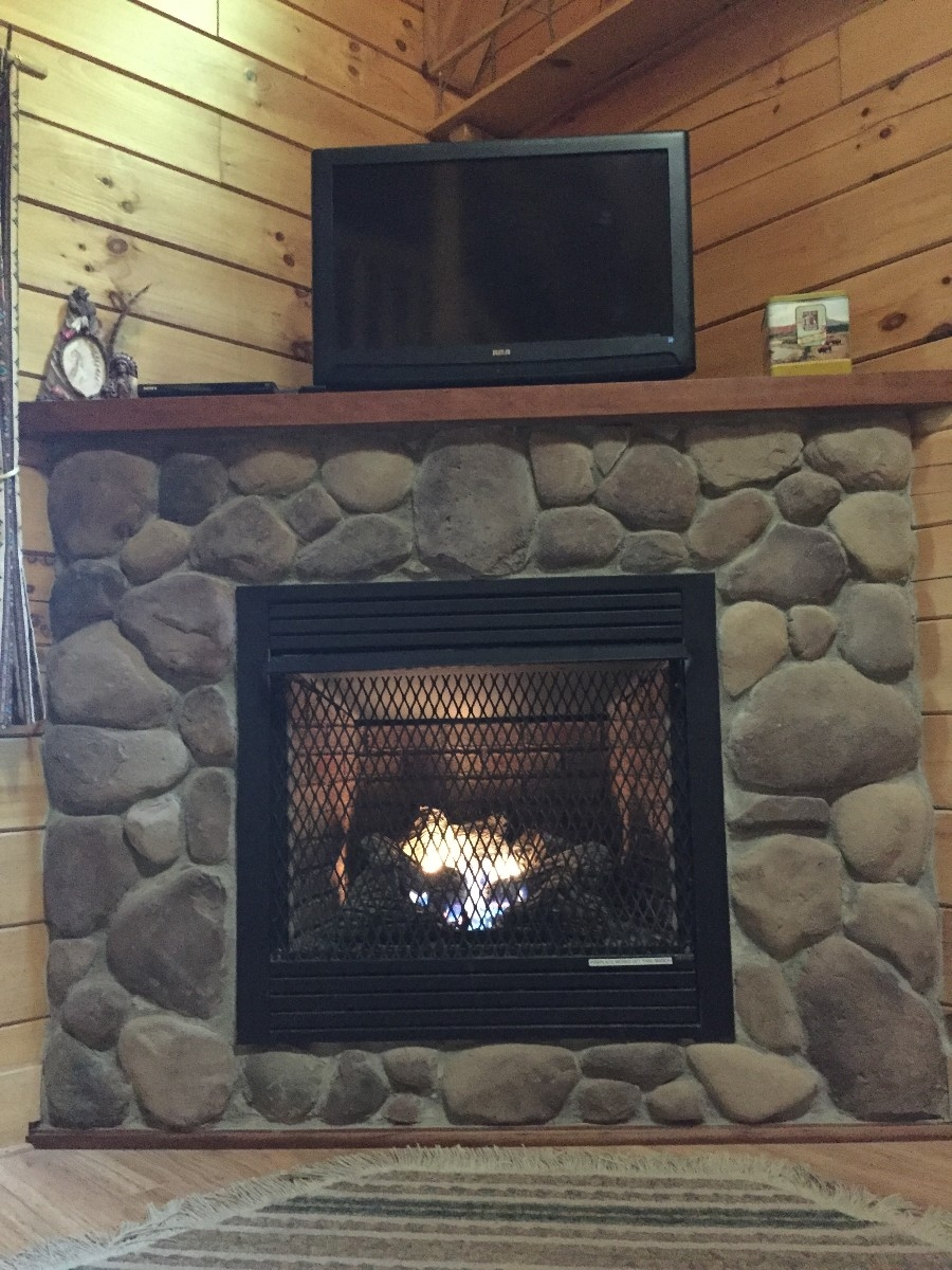 Chicory Cabin - Fireplace