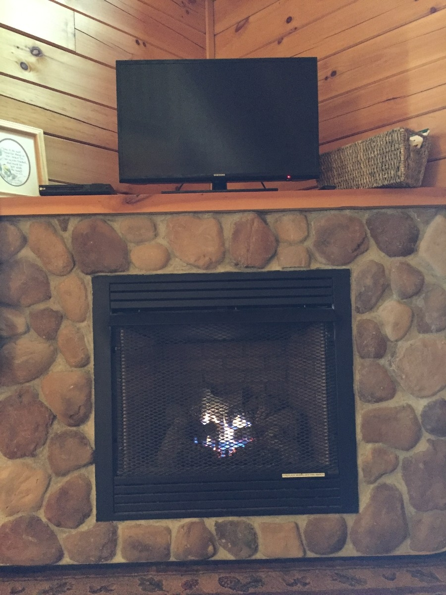 Dogwood Cabin - Fireplace
