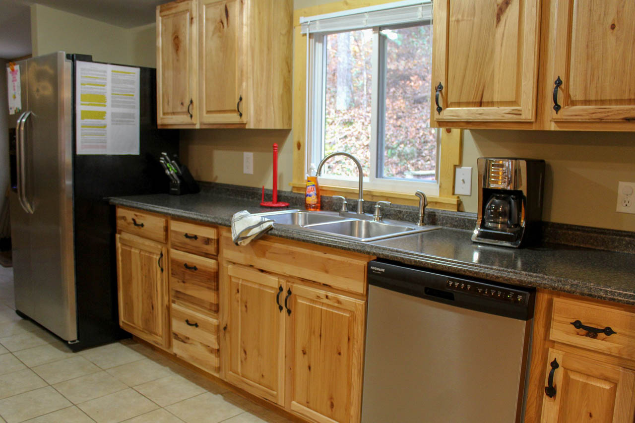 Bobcat Kitchen - Kitchen comes fully equipped with all the amenities you need stove/ oven, refrigerator, dishwasher, microwave, coffee maker, crock pot, blender, toaster, pots/pans, utensils, dishes, and select spices. You just need to bring food!