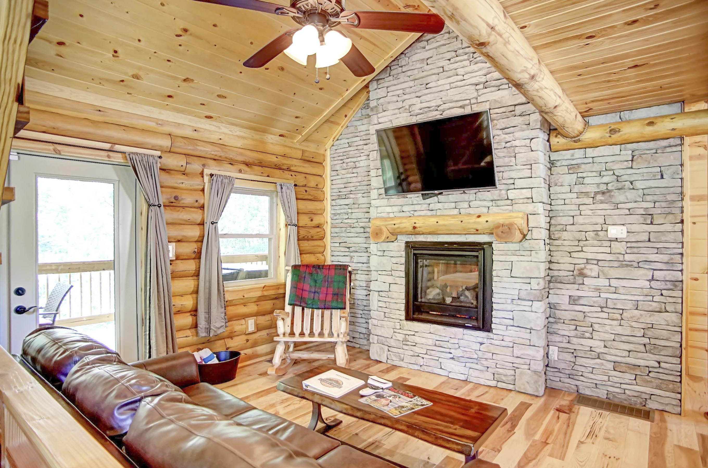 fox hills hideaway cabin hocking den room family rentals ohio availability in check cabins