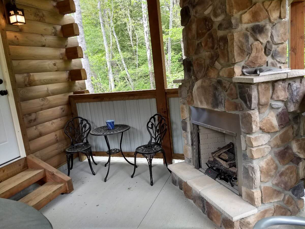 Snuggle Bear Bungalow outdoor living space
