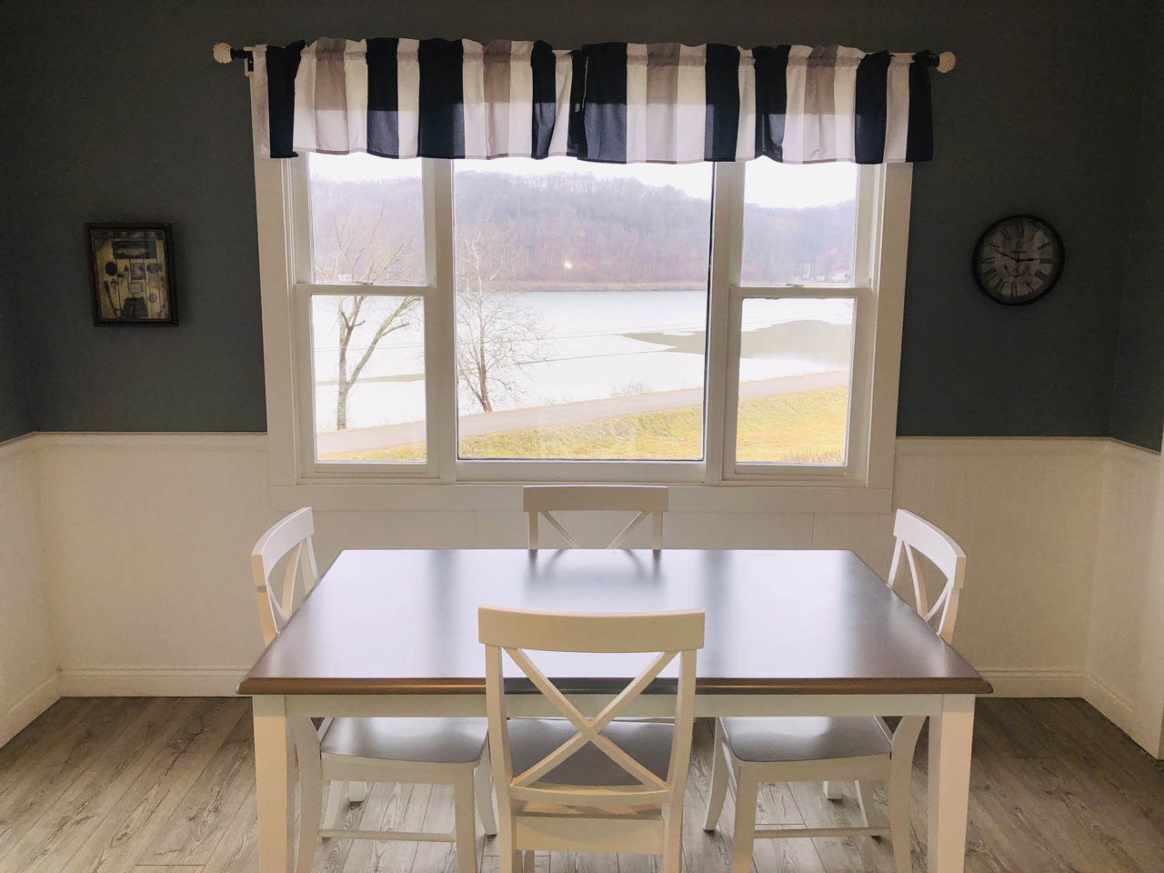 Kitchen Table View - View the lake, watch the sunrise, see a bald eagle fly, or deer grazing all from your kitchen table.