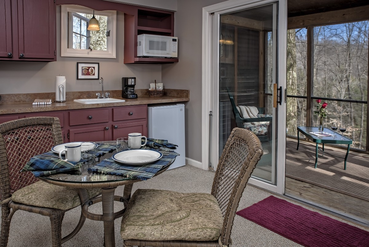 The Drummond Croft - The Drummond Croft kitchenette area and screened porch