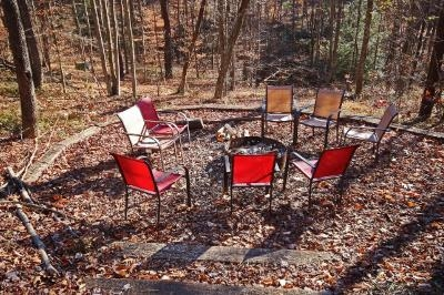 Hickory Hollow Retreat - Outdoor fire pit with plenty of seating