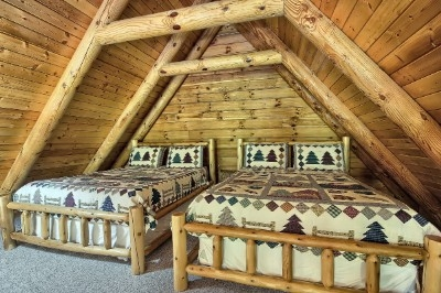 Westwind Lodge - Loft with 2 Queen beds